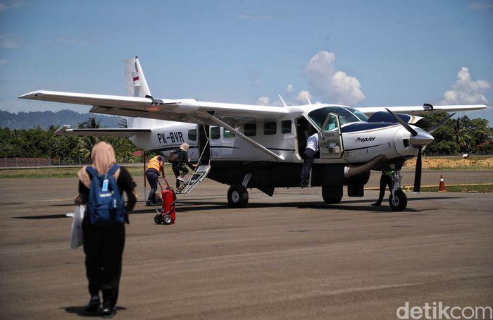 Perjalanan menuju Kecamatan Krayan, Kabupaten Nunukan Kalimantan Utara hanya bisa dilalui melalui Udara dengan pesawat kecil seperti Susi Air dan Aviastar.