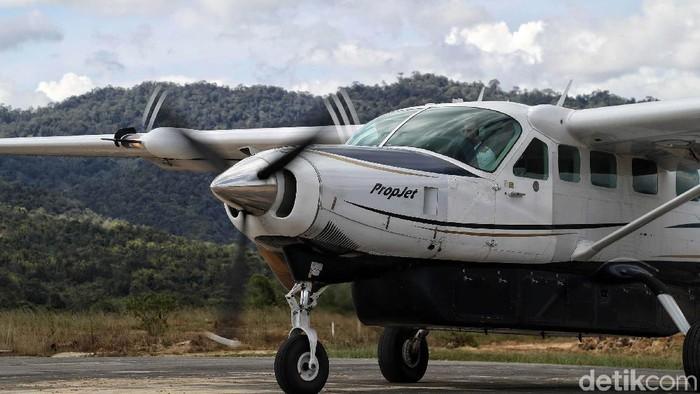 Pesawat kecil atau yang biasa disebut (perintis) Susi Air mengantarkan masyarakat dari Bandar Udara Nunukan menuju Bandra Udara Yuvai Semaring Krayan, Kalimantan Utara.