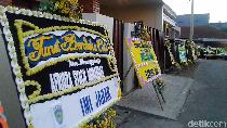 Karangan Bunga Berjajar di Rumah Duka Pembalap Afridza Munandar