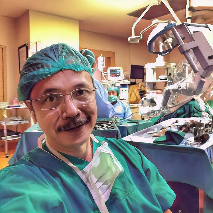 Dokter yang fotonya dipakai untuk menipu adalah dr Reno Rudiman. Ia adalah spesialis bedah saluran cerna dengan akun Instagram lebih dari 30 ribu followers. (Foto: Instagram/rudimansurgery)