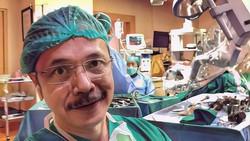 Seorang pria mencatut foto-foto dokter Indonesia untuk melakukan penipuan. Ia berpura-pura sebagai dokter merayu wanita di Malaysia.