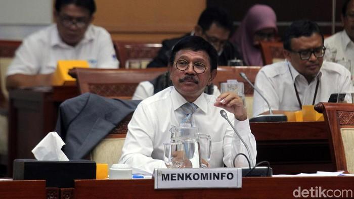 Menkominfo Johnny G Plate saat rapat dengan DPR-RI. Foto: Lamhot Aritonang