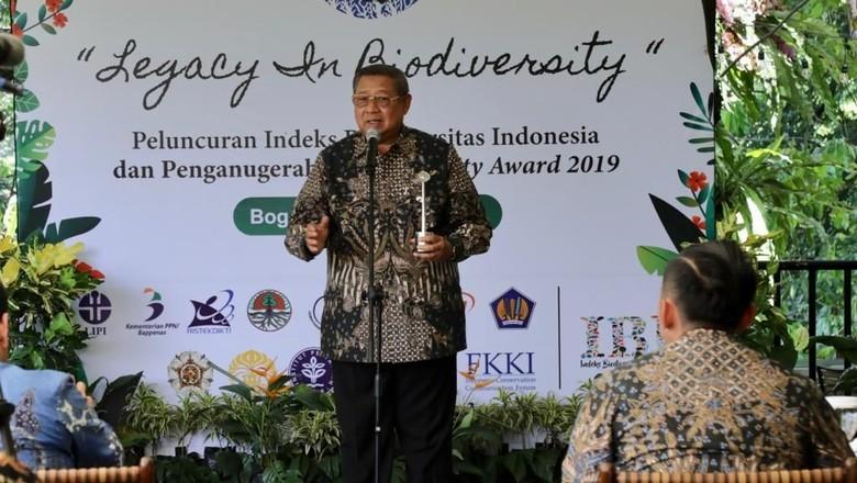 SBY Terima Penghargaan Keanekaragaman Hayati untuk Bu Ani