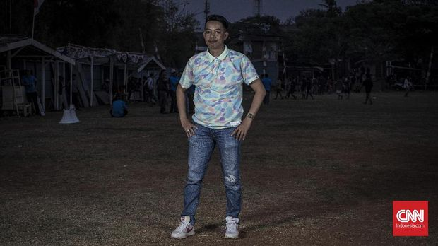 Umar, 32 tahun, pemilik klub sepakbola Bonkar FC ini mulai eksis di sepakbola tarkam sejak 2016.