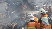 Terbakar Hebat, Pabrik Tinta di Surabaya Ambruk