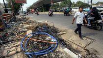 Kabel Semrawut di Sisi Jalan Salemba Makin Menjadi-jadi