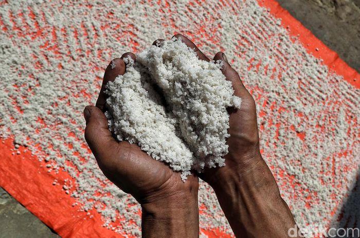 Bicara soal garam, tak banyak yang tahu bahwa kawasan Krayan yang berada di Kabupaten Nunukan, Kalimantan Utara, merupakan salah satu penghasil garam dengan kualitas baik di Indonesia.