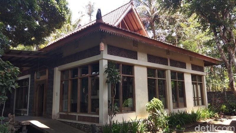 Namanya, Museum Wayang dan Perpustakaan Koleksi H Boediardjo Sasono Guno Roso. Untuk bangunan museum ini berada di bagian belakang dari Hotel Pondok Tingal, Magelang. (Eko Susanto/detikcom)