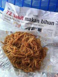 Makan Nasi Bungkus, Netizen Ini Dibuat Takut dengan Pembungkusnya