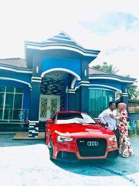 Wanita Ini Hadiahi Suami Mobil Mewah dari Hasil Jualan Ayam Potong