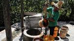 Melihat Pembuatan Garam Gunung di Utara Kalimantan