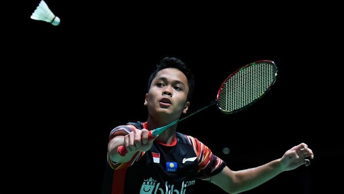 CHOFU, JAPAN - JULY 25: Anthony Sinisuka Ginting of Indonesia competes in the men's singles match against Sitthikom Thammasin of Thailand on day two of the Daihatsu Yonex Japan Open Badminton Championships, Tokyo 2020 Olympic Games test event at Musashino Forest Sport Plaza on July 24, 2019 in Chofu, Tokyo, Japan. (Photo by Matt Roberts/Getty Images)