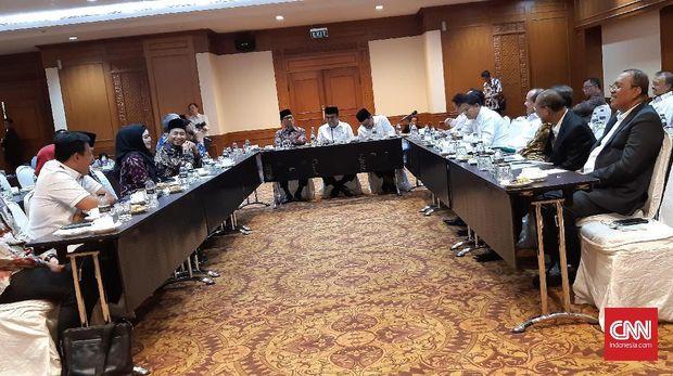 Pertemuan Menag Fachrul Razi dengan Komisi VIII DPR RI di Hotel Sultan, hari ini.