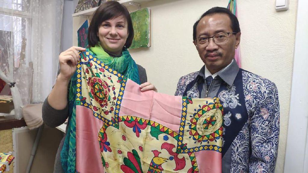 Cerita Wanita Rusia yang Mendirikan Sekolah Batik di Moskow