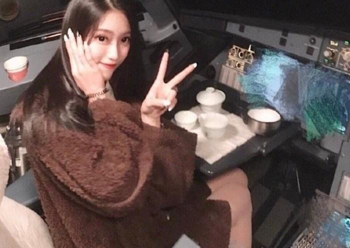 Chen Yuying, wanita cantik foto di kokpit pesawat yang menyebabkan pilot dipecat. Foto: dok. Weibo