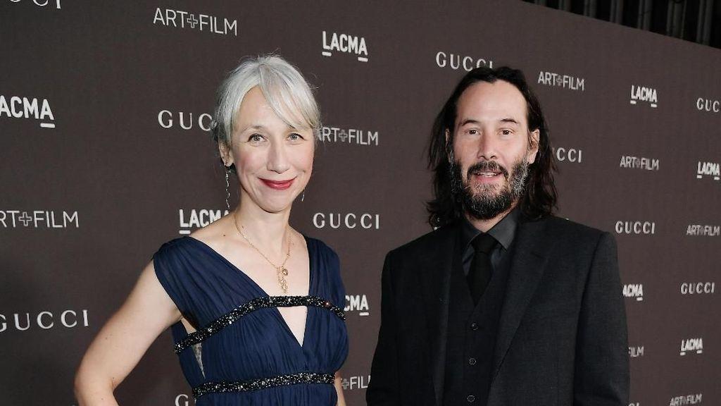 Ramai di Twitter, Kekasih Keanu Reeves Disangka Helen Mirren