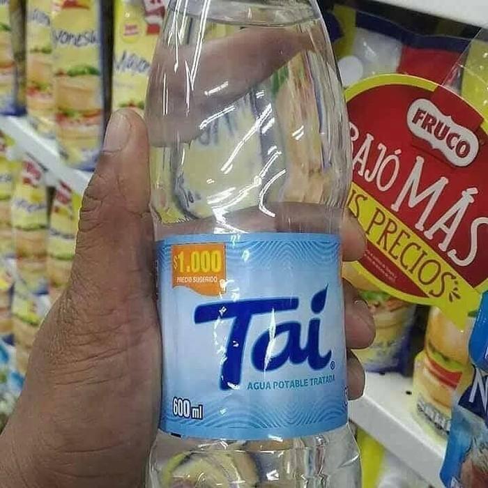 Merek air mineral yang satu ini bikin eneg saat membacanya. Mereknya Tai, yang dalam bahasa Indonesia artinya kotoran. Ih jorok! Foto: istimewa