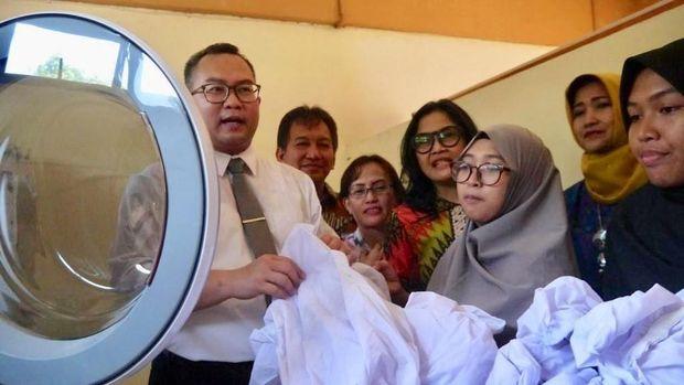Mahasiswa akan mengubah limbah detergen jadi pupuk