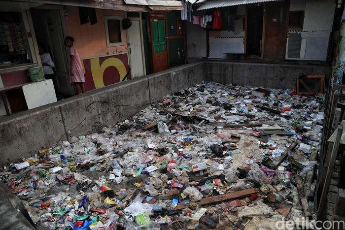 Berdasarkan data BPS, jumlah penduduk miskin di Indonesia pada Maret 2019 mencapai 25,14 juta jiwa atau 9,41 persen. Pemerintah pun terus menekan angka kemiskinan.