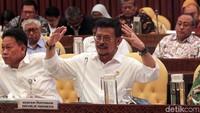 Mentan Syahrul Yasin Limpo memaparkan pandangannya saat hadir di rapat kerja bersama Komisi IV DPR.