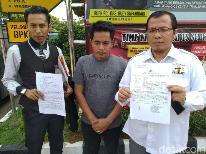 Yudi Abadi melaporkan anggota DPRD Kabupaten Bogor Adi Suwardi. (Sachril Agustin/detikcom)