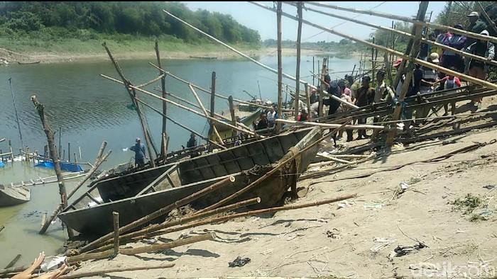Perahu baja di Bengawan Solo (Eko Sudjarwo/detikcom)