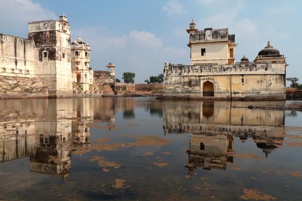 Walaupun begitu, datang ke Jal Mahal tetap mengasyikkan baik saat siang ataupun malam hari (iStock)