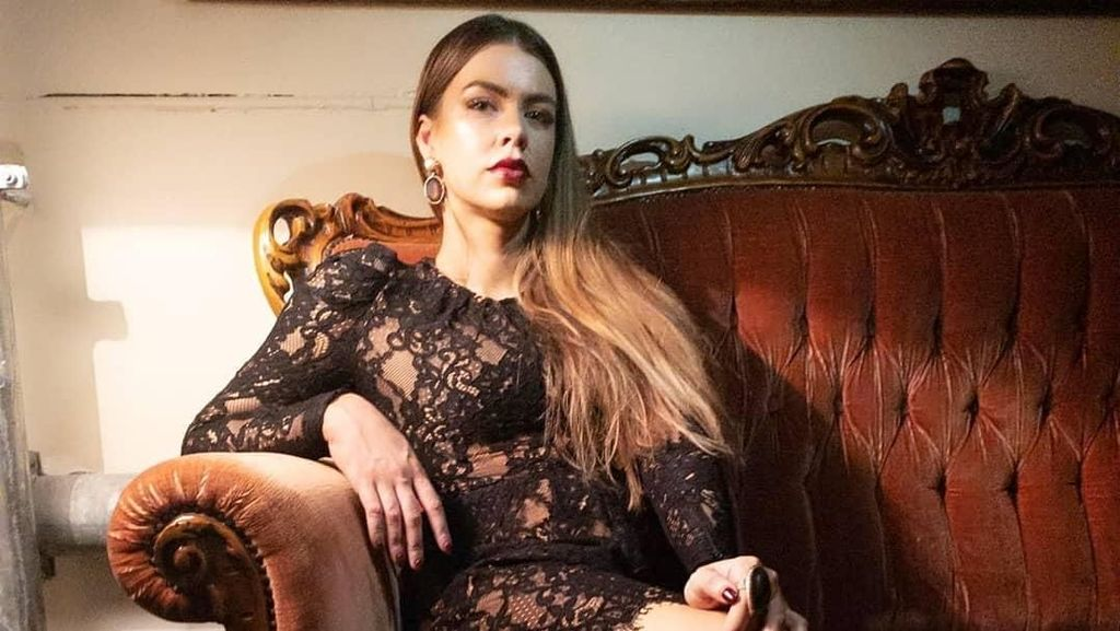 Potret Wanita Cantik Berkaki Satu Berani Tampil di Medsos Tapi Malah Dibully