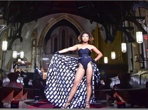 Kontroversial, Ada Fashion Show Bikini di Dalam Gereja