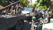 Pikap Tabrak Gerobak, 3 Mobil dan 5 Motor di Semarang