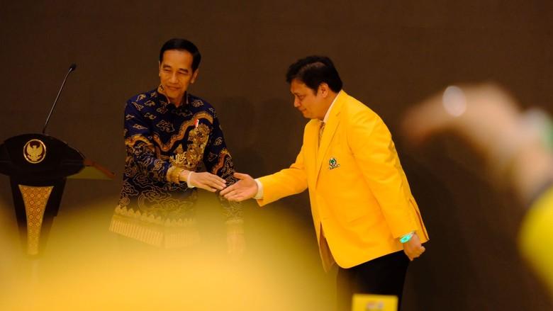 Airlangga Menganggap Pujian Jokowi Amanah Luar Biasa Berat