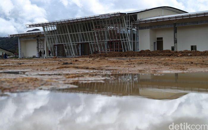Bandara Yuvai Semaring Long Bawan yang berada di wilayah Krayan, Kabupaten Nunukan, Kalimantan Utara, tengah direnovasi.