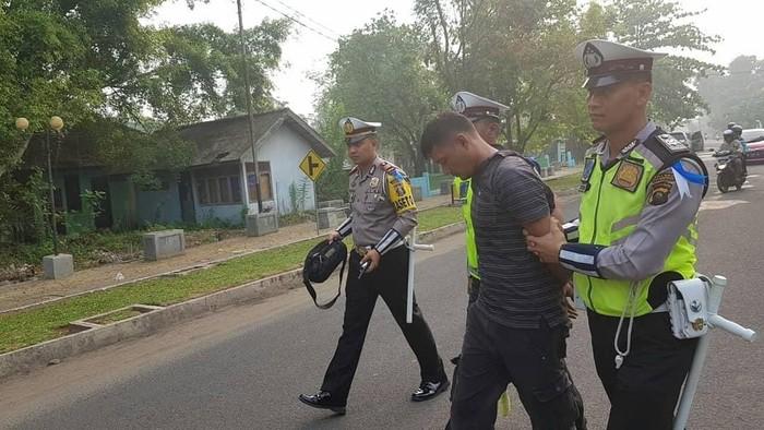 Foto: DOK. Humas Polres Muba/Sopir truk pembawa senpi rakitan di Musi Banyuasin diamankan polisi