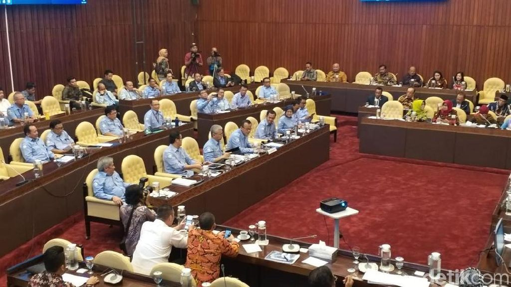Edhy Prabowo dan Ketua Komisi IV Debat Soal Target Kinerja KKP