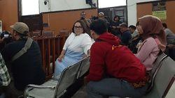 Ditanya Hakim, Nunung Bantah Jual Rumah untuk Biaya Rehabilitasi