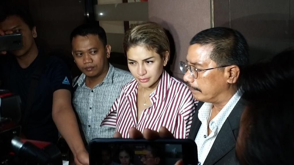 Disebut Cepu Polisi, Nikita Mirzani Ditinggal Teman-teman Artis