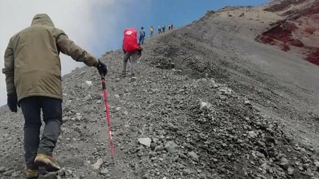Pendakian Gunung Rinjani Dibuka, Ini yang Perlu Diperhatikan