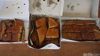 3 Martabak Cokelat Kacang Klasik, Mana yang Paling Enak Legit?