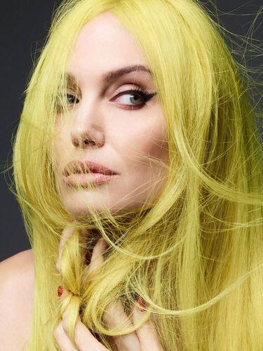 Angelina Jolie Foto Tanpa Busana untuk Pemotretan Majalah Fashion