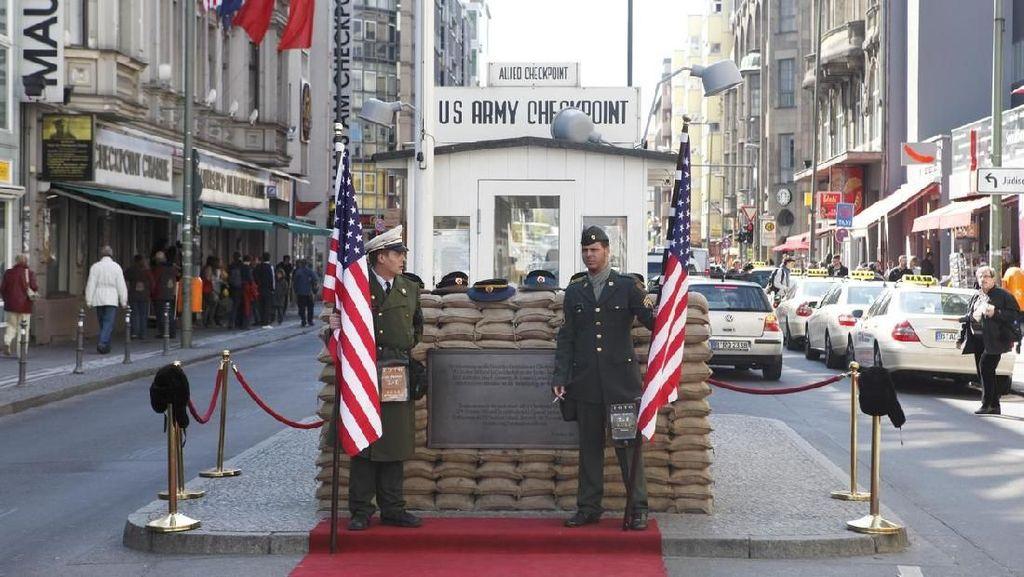 Larangan buat Aksi Tentara Amerika di Spot Foto Populer