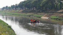 Pencarian Bocah Hanyut di Kali Cipinang Berlanjut, Petugas Sisir KBT