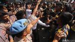 Potret Ricuh Massa Ormas di Depan KPK