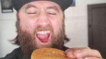 Warga Australia Simpan Burger McDonalds Hampir 25 Tahun dan Tetap Utuh