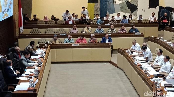 Foto: Rapat Komisi II DPR dengan Mendagri Tito Karnavian (Eva Safitri/detikcom)