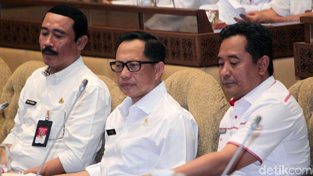 Mendagri Tito Raker Perdana Bersama Komisi II DPR