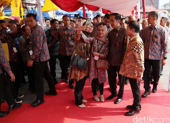 Presiden Joko Widodo (Jokowi) menghadiri pameran konstruksi yang digelar di JIExpo Kemayoran, Jakarta, Rabu (6/11/2019).