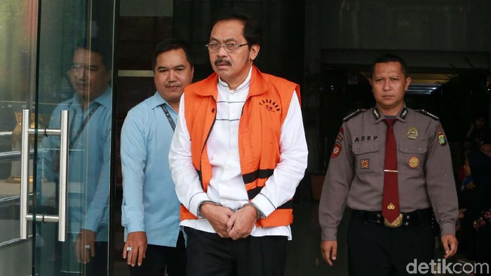 Gubernur Kepri Nurdin Basirun semasa menjalani pemeriksaan di KPK (Foto: Ari Saputra/detikcom)
