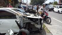 Oleng Disundul Mobil, Truk Hantam Becak Motor di Binjai