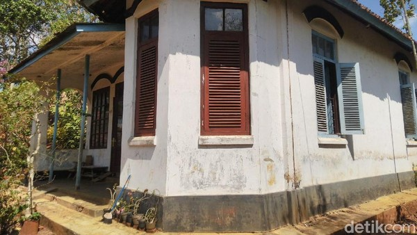 Desain rumah yang unik membuat banyak pasangan dari berbagai daerah di Ciamis memilih rumah tersebut untuk obyek prewedding. (Dadang Hermansyah/detikcom)