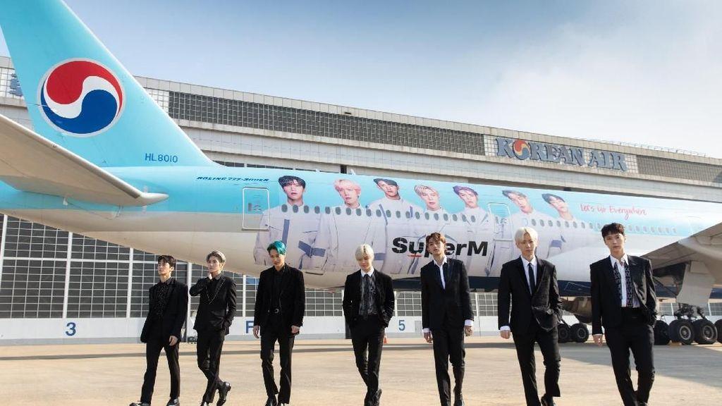K-Popers Perlu Tahu, Kini SuperM Terpampang di Badan Pesawat!
